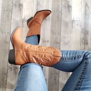 Just Fab tan embroidered western boots size 7.5